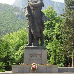 Паметникът на Христо Ботев във Враца