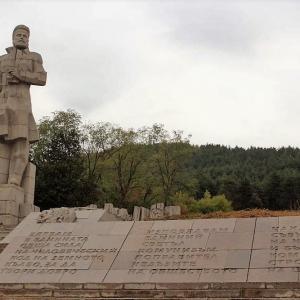 Паметникът на Христо Ботев в родния му Калофер
