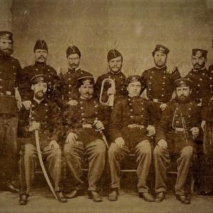 Сред другари от Втора българска легия в Белград – вторият седнал от дясно на ляво, 1868 г.