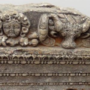 Фриз от още неразкопан античен обект в околностите на Перущица